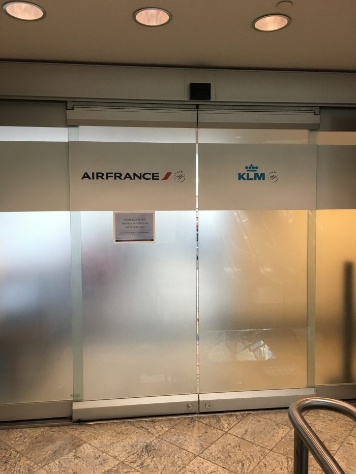 air france klm lounge sfo entrance 700x933 - Air France-KLM Lounge San Francisco SFO review