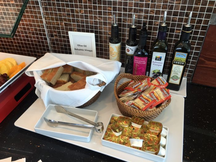 air france klm lounge sfo olive oil vinegar bread 700x525 - Air France-KLM Lounge San Francisco SFO review