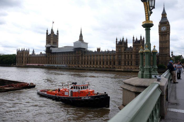 houses of parliament big ben river thames 700x467 - A nice walk through Central London from Kensington Gardens to Borough Market