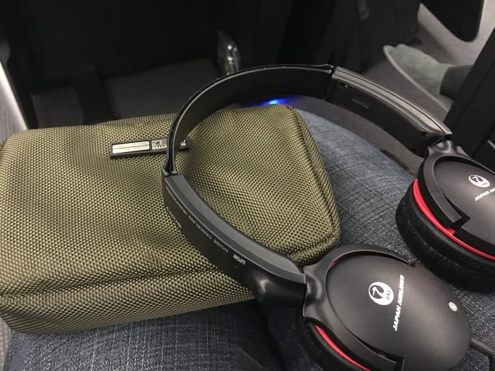 jal business class boeing 787 osaka to los angeles amenity kit headphones 700x525 - JAL Business Class Boeing 787 Osaka KIX to Los Angeles LAX review
