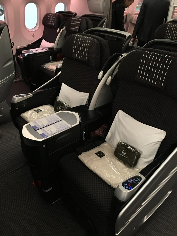 jal business class boeing 787 shell flat neo 700x933 - JAL Business Class Boeing 787 Osaka KIX to Los Angeles LAX review