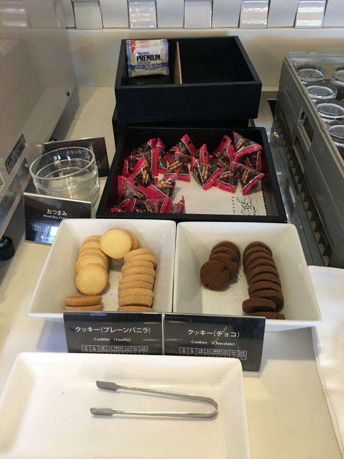 jal sakura lounge osaka cookies 700x933 - JAL Sakura Lounge Osaka KIX review