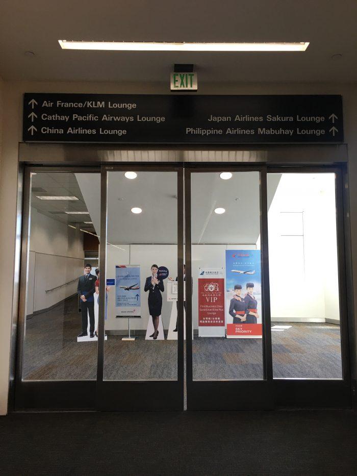 sfo international lounge entrance 700x933 - Air France-KLM Lounge San Francisco SFO review