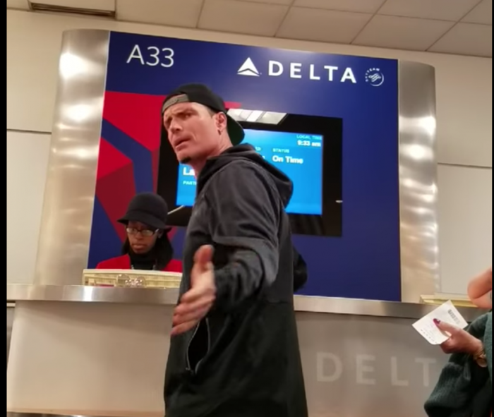 vanilla ice airport meltdown 700x591 - Vanilla Ice gets angry at Delta employee after missing flight