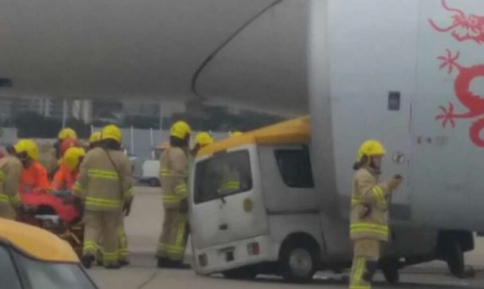 van crashes into plane hong kong 700x419 - Video: Van crashes into plane at Hong Kong International Airport