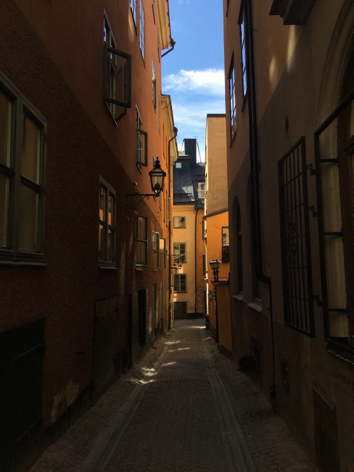 gamla stan alley 700x933 - A photo walk through Gamla Stan, Stockholm's Old Town
