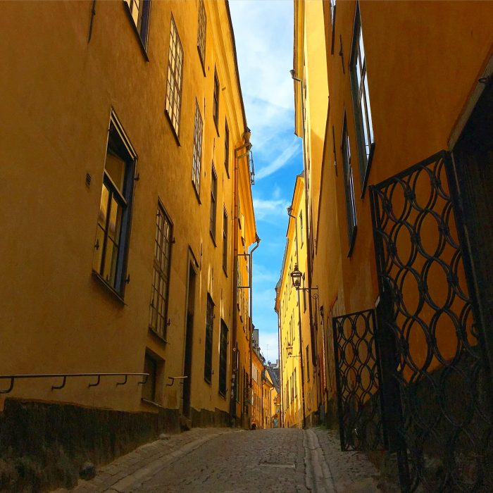 gamla stan alleyway 700x700 - A photo walk through Gamla Stan, Stockholm's Old Town
