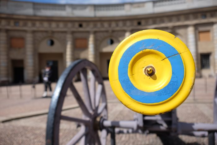 royal palace guard cannon stockholm 700x467 - A photo walk through Gamla Stan, Stockholm's Old Town