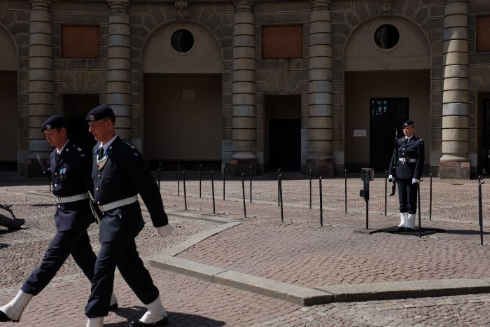 royal palace guards stockholm 700x467 - A photo walk through Gamla Stan, Stockholm's Old Town