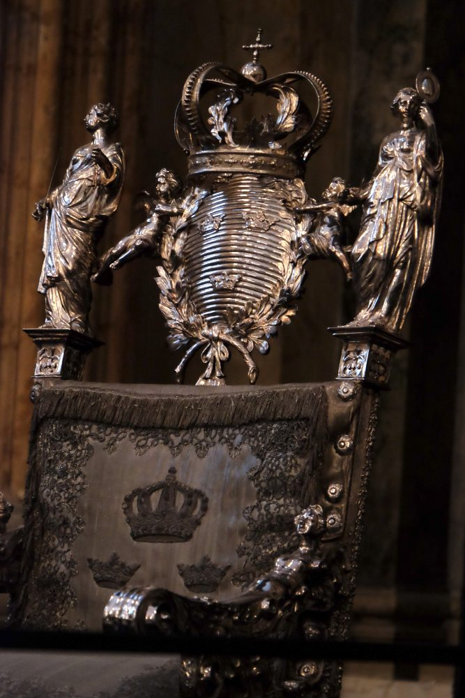 silver throne sweden 667x1000 - A visit to the Swedish Royal Palace in Stockholm