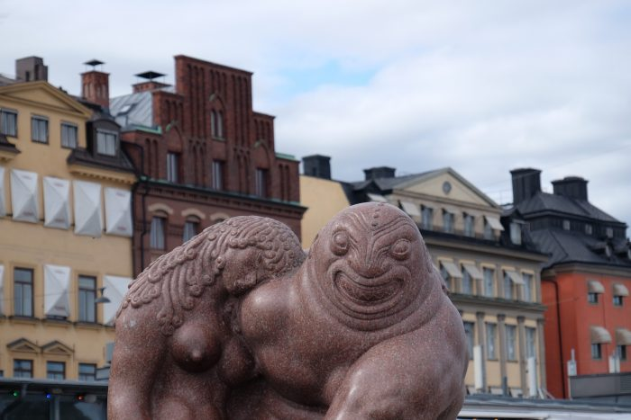 stockholm statue buildings 700x467 - A photo walk through Gamla Stan, Stockholm's Old Town