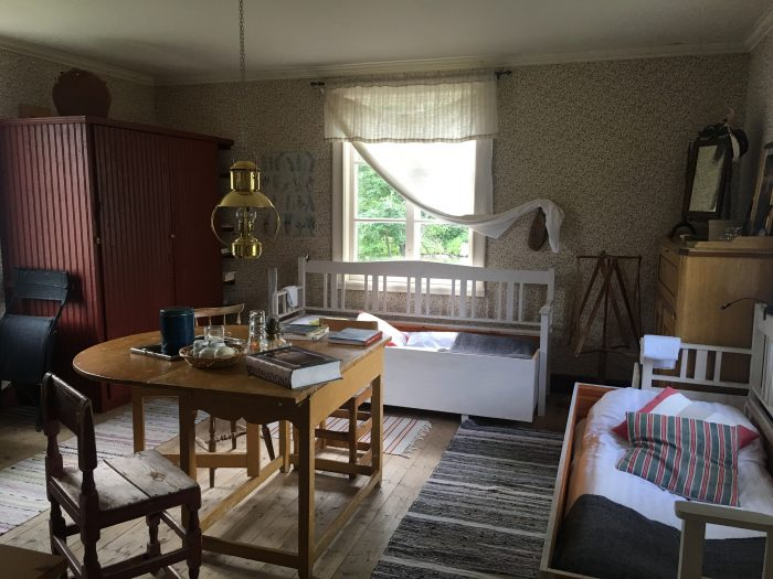 tjarn bedroom 700x525 - A relaxing visit to Tjarn farmstead in Vasterbotten, Sweden
