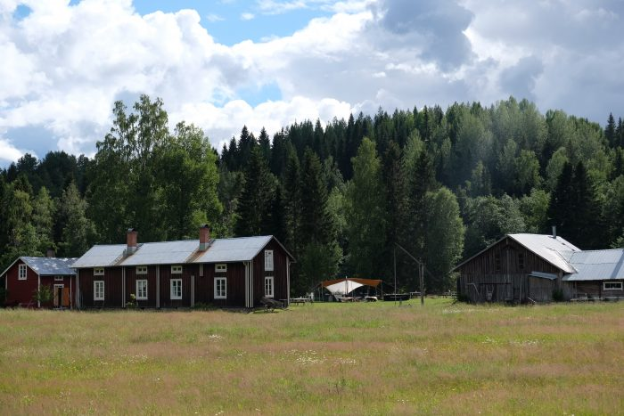 tjarn farmstead 700x467 - A relaxing visit to Tjarn farmstead in Vasterbotten, Sweden