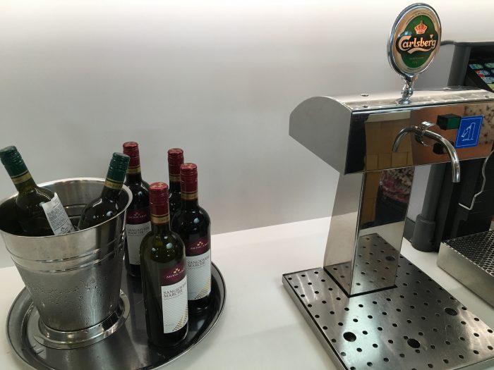 aspire lounge copenhagen cph beer wine 700x525 - Aspire Lounge Copenhagen CPH Airport review