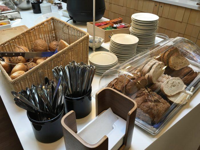 aspire lounge copenhagen cph bread 700x525 - Aspire Lounge Copenhagen CPH Airport review