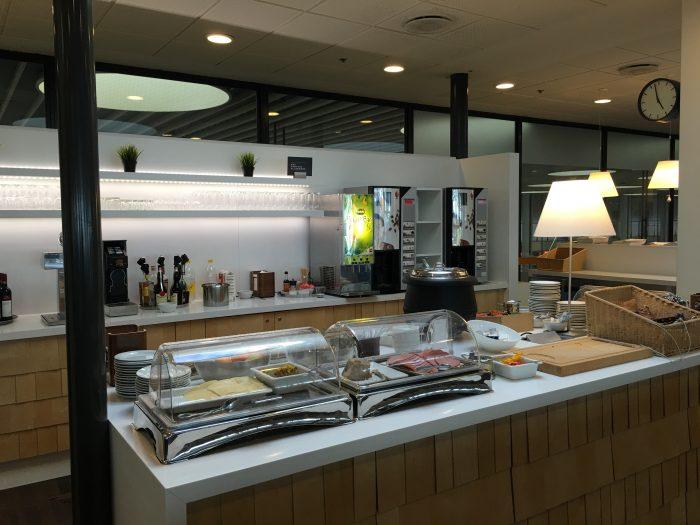 aspire lounge copenhagen cph food 700x525 - Aspire Lounge Copenhagen CPH Airport review
