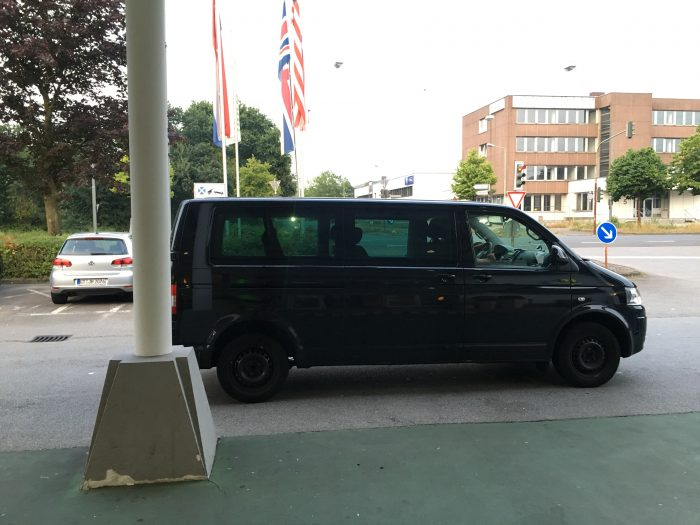 holiday inn dusseldorf airport shuttle directions 700x525 - How to take the shuttle to the Holiday Inn Dusseldorf Airport - Ratingen