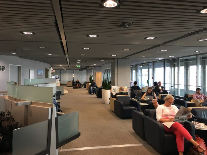 lufthansa business lounge dusseldorf seating 700x525 - Lufthansa Business Lounge Dusseldorf DUS Airport review