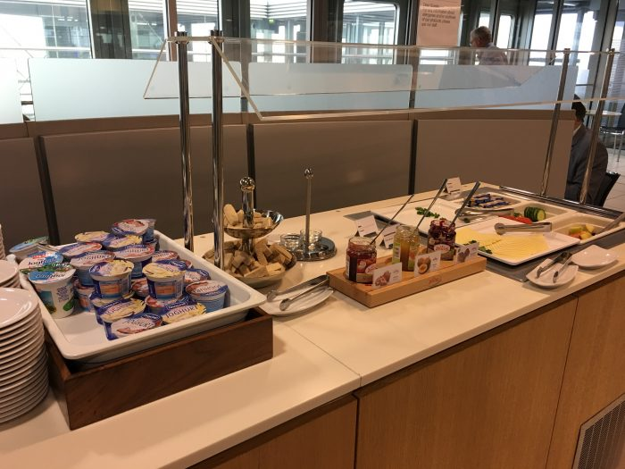 lufthansa business lounge dusseldorf snacks 700x525 - Lufthansa Business Lounge Dusseldorf DUS Airport review