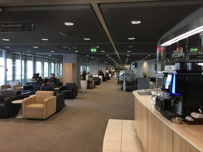 lufthansa business lounge dusseldorf workspace 700x525 - Lufthansa Business Lounge Dusseldorf DUS Airport review