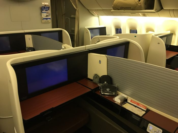 Japan airlines jal first class boeing 777 300er san for First cabin haneda
