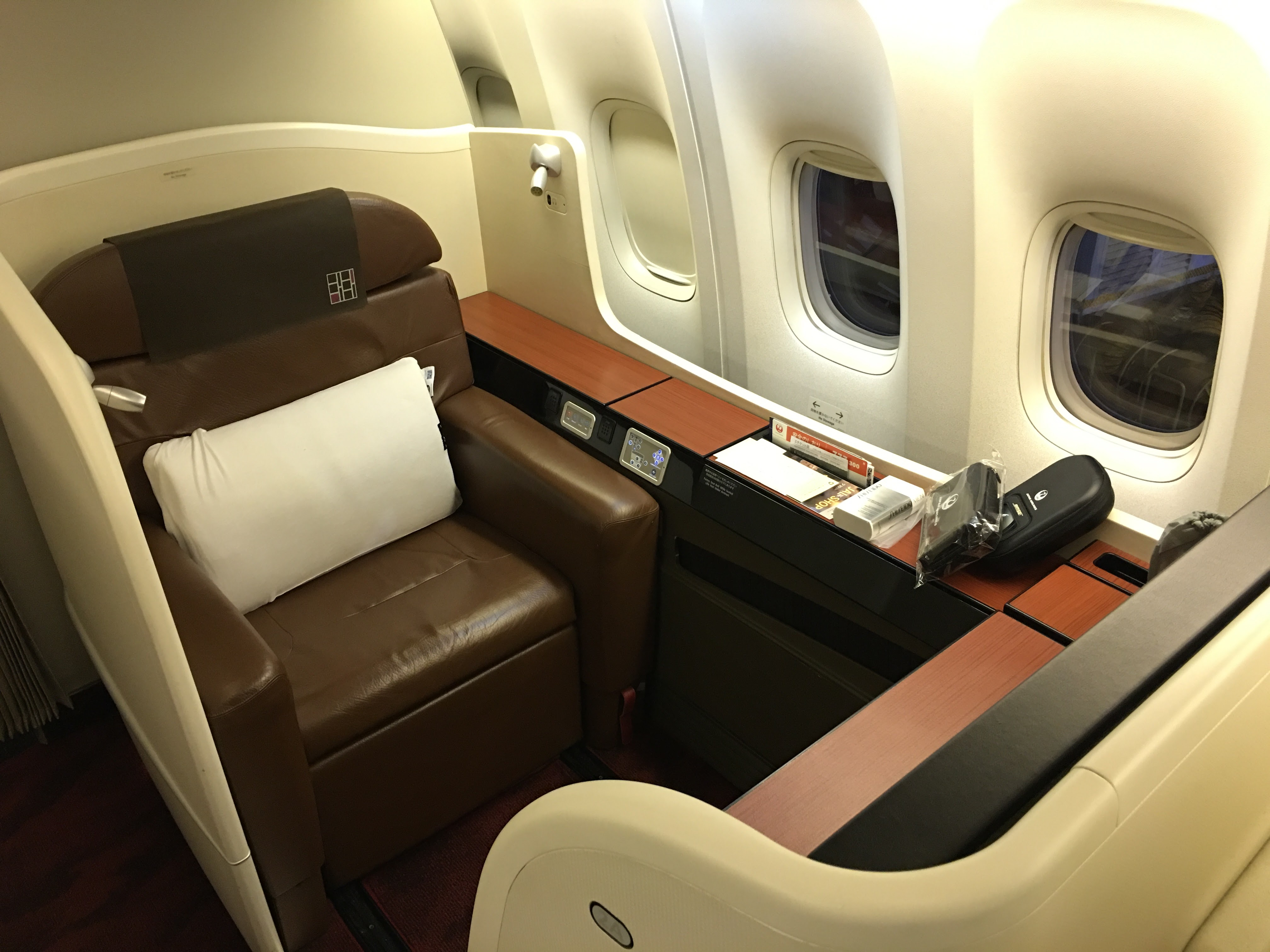 Japan Airlines JAL First Class Boeing 777 300ER San Francisco SFO To Tokyo Haneda HND Review