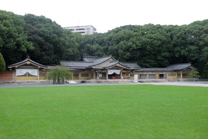 gokoku shrine fukuoka 700x467 - A walking tour of the parks, shrines, & temples of Fukuoka, Japan