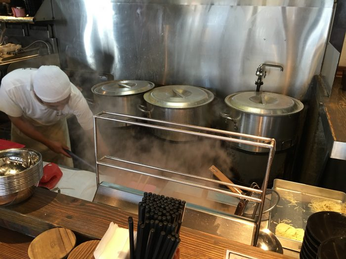 hakata issou ramen 700x525 - The best tonkotsu ramen in Fukuoka, Japan