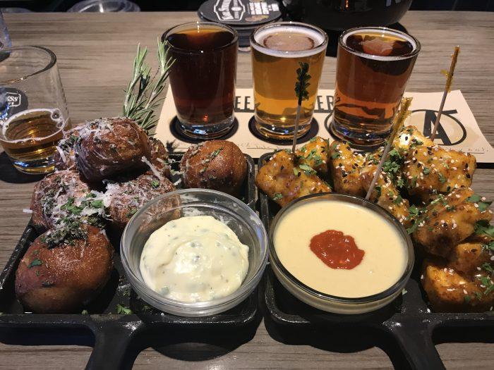 karl strauss los angeles food 700x525 - The best craft beer in Downtown Los Angeles