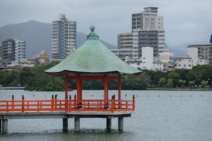 ohori park fukuoka 700x467 - A walking tour of the parks, shrines, & temples of Fukuoka, Japan