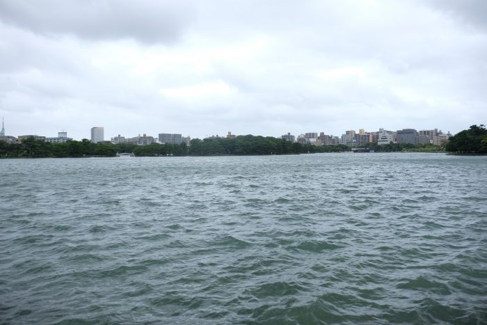 ohori park lake 700x467 - A walking tour of the parks, shrines, & temples of Fukuoka, Japan