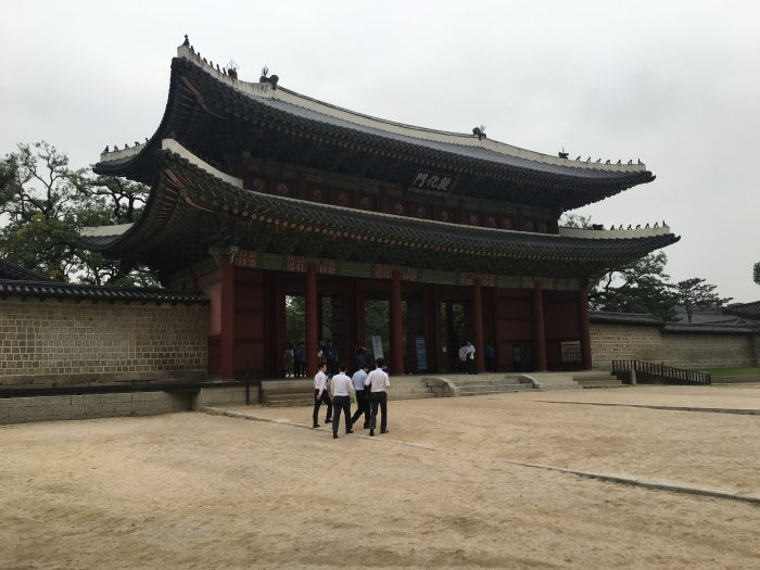 changdeokgung palace gate 700x525 - A visit to the Five Grand Palaces of Seoul, South Korea
