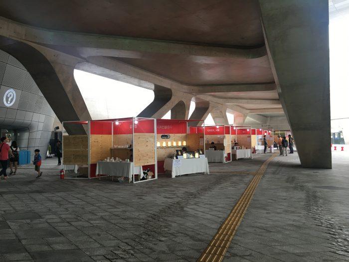 dongdaemun design park plaza 700x525 - Walking the Seoul City Wall - Heunginjimun Gate Trail section