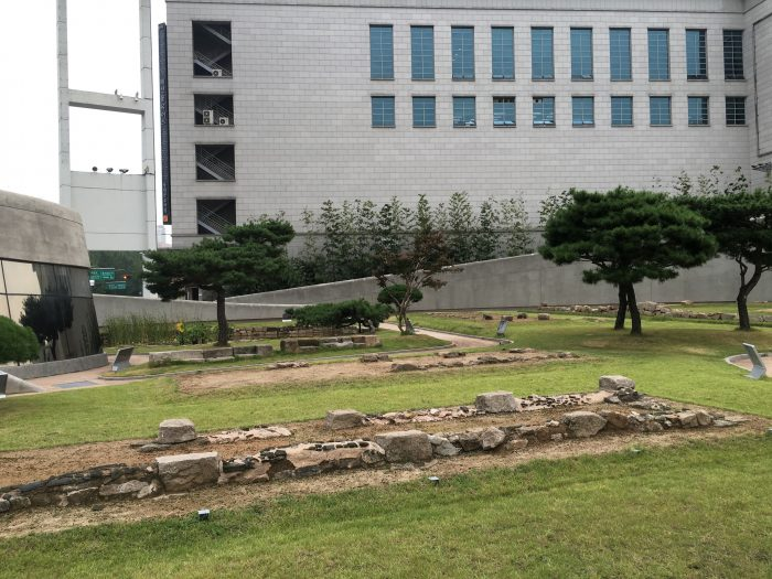 dongdaemun history culture park ruins 700x525 - Walking the Seoul City Wall - Heunginjimun Gate Trail section