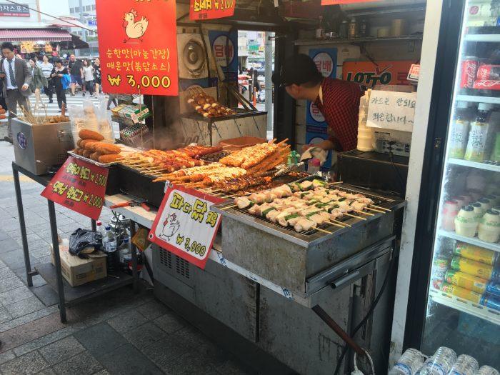 dongdaemun market street food 700x525 - Walking the Seoul City Wall - Heunginjimun Gate Trail section