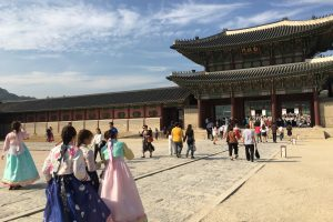 gyeongbokgung palace costumes 300x200 - A visit to the Five Grand Palaces of Seoul, South Korea