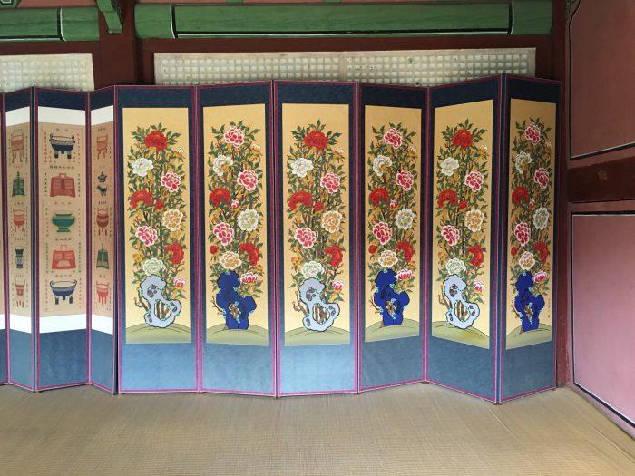 jongmyo shrine inside 700x525 - A visit to Jongmyo Shrine in Seoul, South Korea