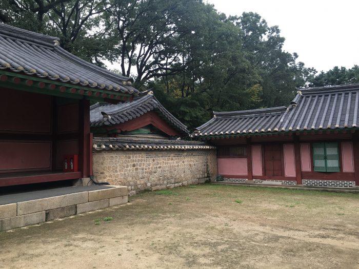 jongmyo shrine unesco world heritage site 700x525 - A visit to Jongmyo Shrine in Seoul, South Korea