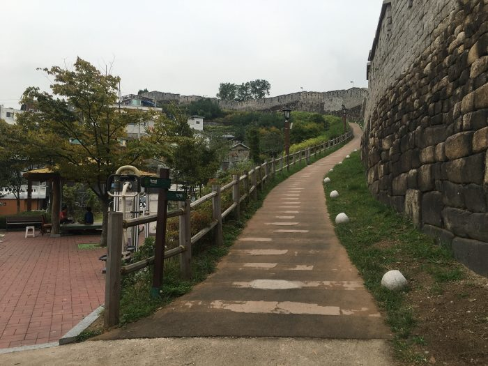 naksan mountain trail 700x525 - Walking the Seoul City Wall - Naksan Mountain Trail section
