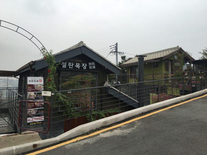 naksan mountain trail cafe steakhouse 700x525 - Walking the Seoul City Wall - Naksan Mountain Trail section