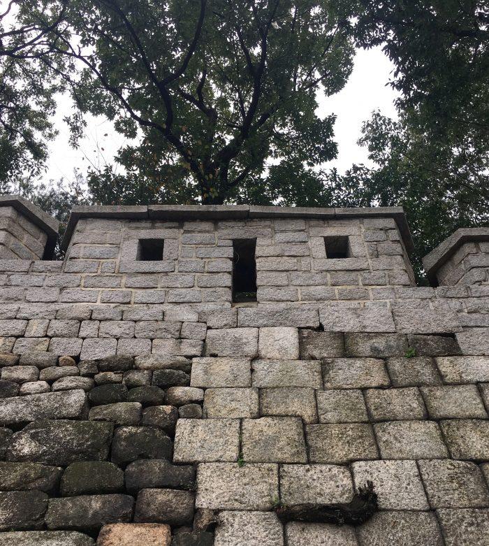 seoul city wall naksan mountain trail 700x781 - Walking the Seoul City Wall - Naksan Mountain Trail section