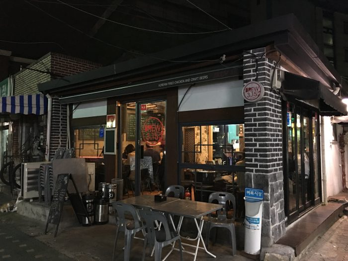 brew 315 seoul 700x525 - 10 great places for craft beer in Seoul, South Korea