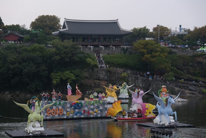 jinju lantern festival boat 700x467 - A visit to Jinjuseong Fortress in Jinju, South Korea
