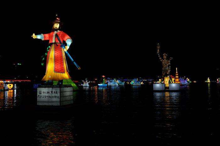jinju lantern festival exhibition 700x467 - Attending the Jinju Lantern Festival in Jinju, South Korea