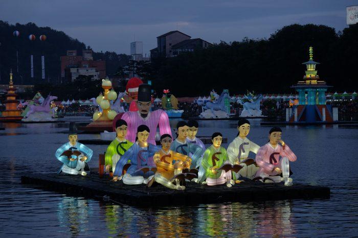jinju lantern festival lights floats 700x467 - Attending the Jinju Lantern Festival in Jinju, South Korea