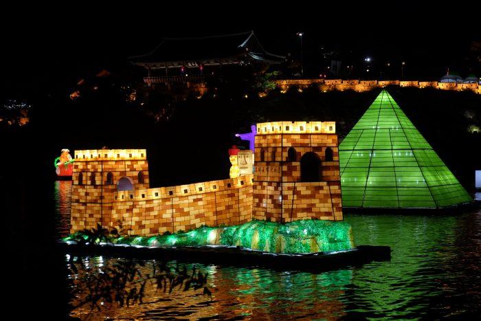 jinju lantern festival river floats 700x467 - Attending the Jinju Lantern Festival in Jinju, South Korea