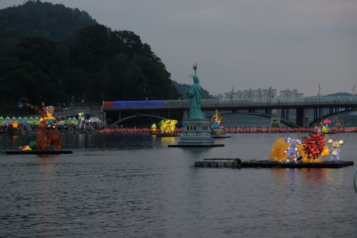 jinju lantern festival statue of liberty 700x467 - Attending the Jinju Lantern Festival in Jinju, South Korea
