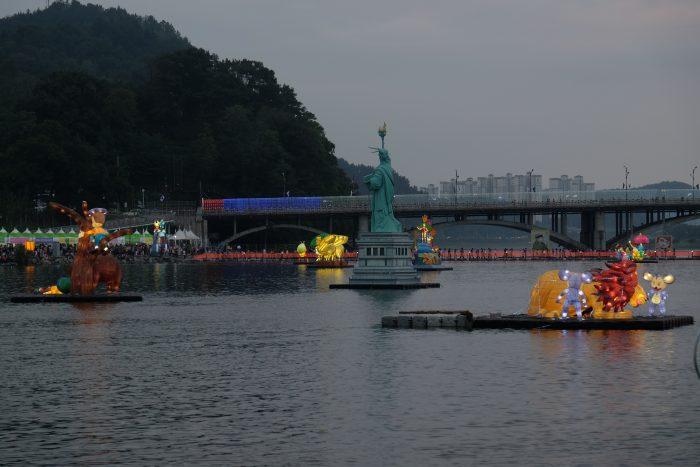 jinju lantern festival statue of liberty 700x467 - Attending the Jinju Lantern Festival in Jinju, South Korea