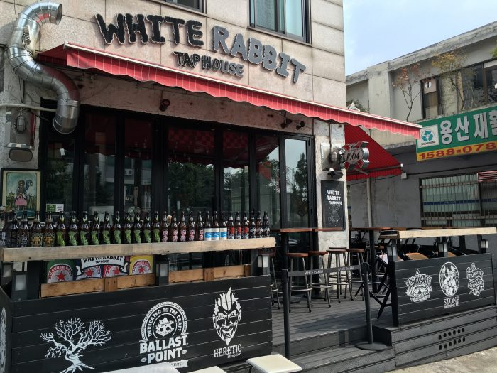 white rabbit tap house 700x525 - 10 great places for craft beer in Seoul, South Korea