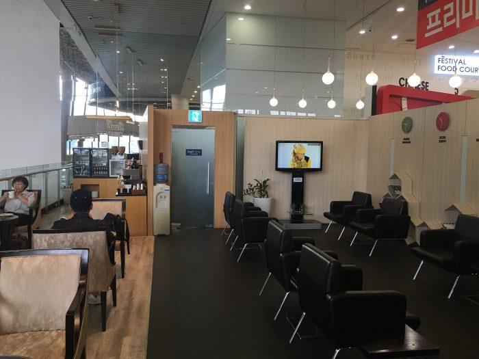 air lounge hue seoul gimpo airport 700x525 - Air Lounge Hue Seoul Gimpo GMP review